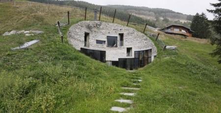 Poze Fatade - Fatada vizibila a vilei ascunse in Alpii elvetieni