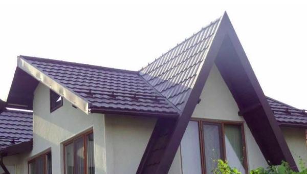 Avantajele si dezavantajele acoperisurilor metalice