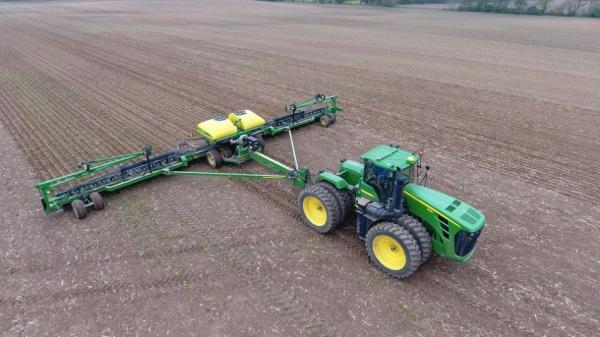 Importanta tehnologiei in agricultura: 4 beneficii pentru administratorii de terenuri