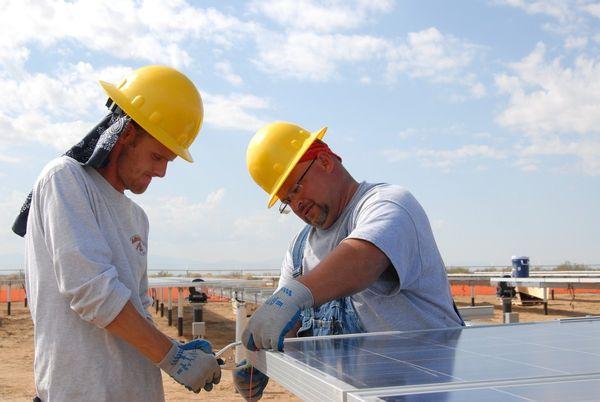 Panouri solare presurizate vs. panouri nepresurizate. Aspecte pe care trebuie sa le cunosti pentru o alegere eficienta!