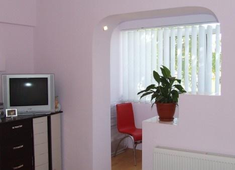 что фото комнат совмещенных с балконом и аркой данной статье будут