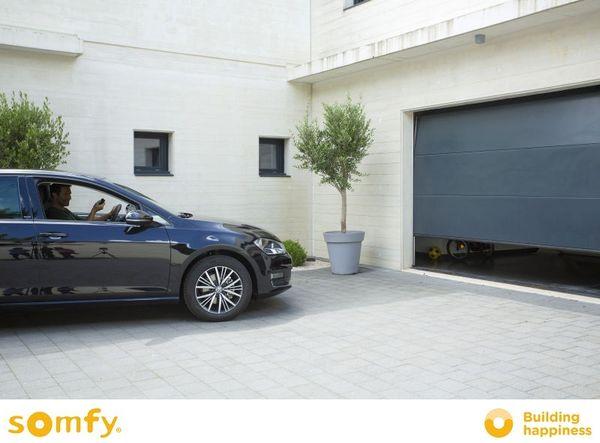 Simplifica-ti viata cu automatizarea portii si usii de garaj