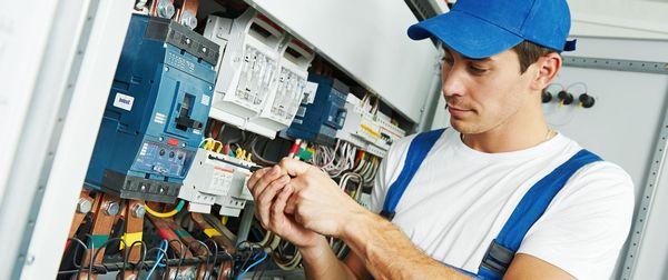 5 beneficii majore ale serviciilor de automatizari porti, tablouri electrice si alte echipamente