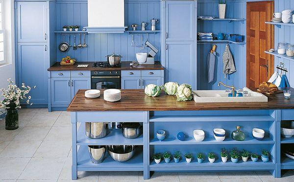Albastrul aduce calm si relaxare in bucatarie. 25 de propuneri pentru o bucatarie albastra.