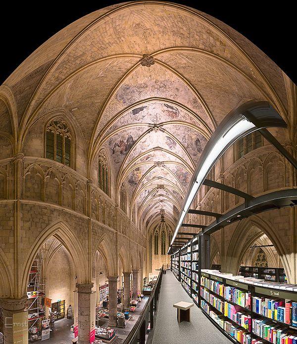 Transformari de vis: librarie moderna intr-o veche biserica gotica - Galerie foto