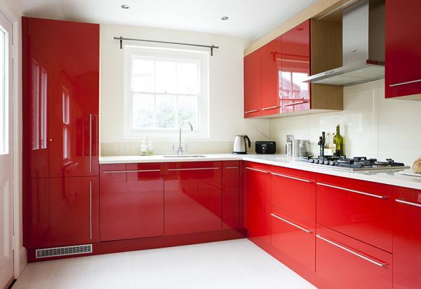 O bucatarie amenajata in rosu. 12 modele de bucatarii rosii, deosebite