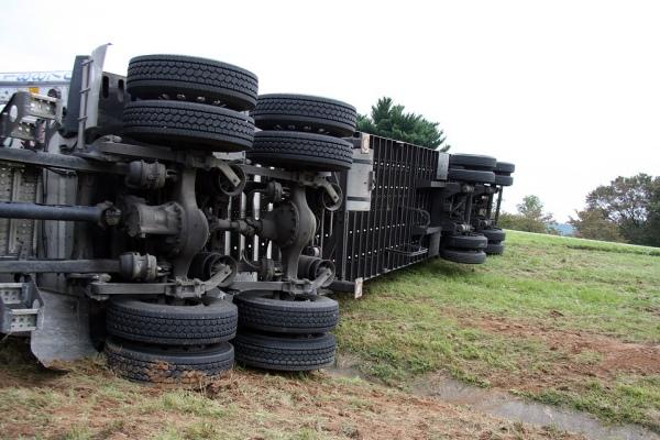4 motive pentru care camionagiii fac accidente