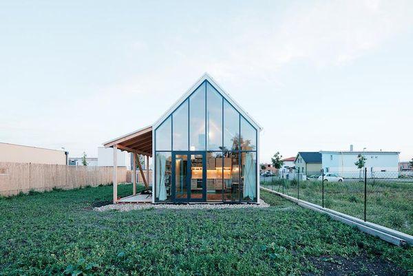 O casa familiala simpla si functionala - galerie foto
