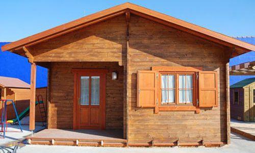 Casa din lemn mica si ieftina cu 2 dormitoare - proiect si imagini
