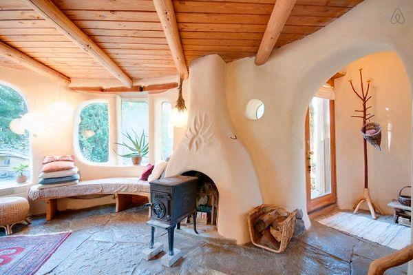 Case ecologice - Casa din lut cu forme unice