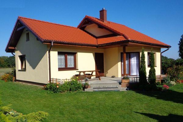 Casa mica pe un nivel cu 2 dormitoare si terasa partial acoperita - proiect si imagini
