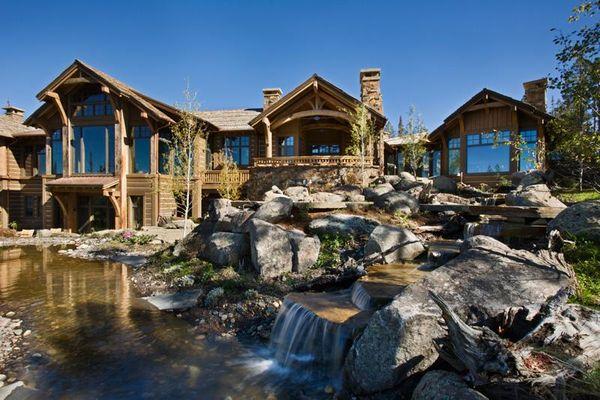 Farmecul stilului rustic: casa la munte din lemn si piatra - galerie foto