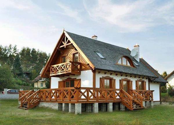 O casa amenajata in stil rustic, care se remarca prin frumusetea finisajelor din lemn