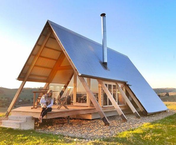 Casa de vacanta moderna din lemn cu vederi panoramice - imagini interior si exterior