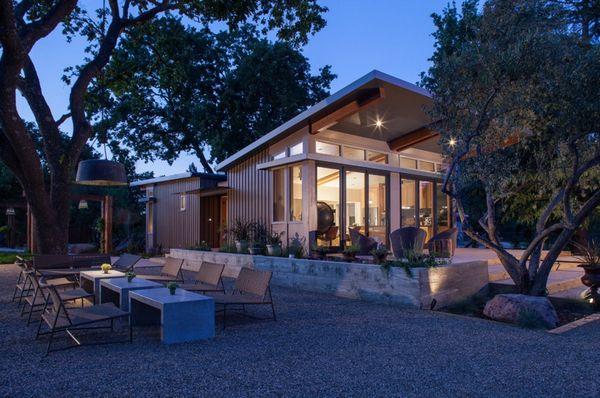 Casa moderna cu doua dormitoare - imagini interioare si exterioare + proiect