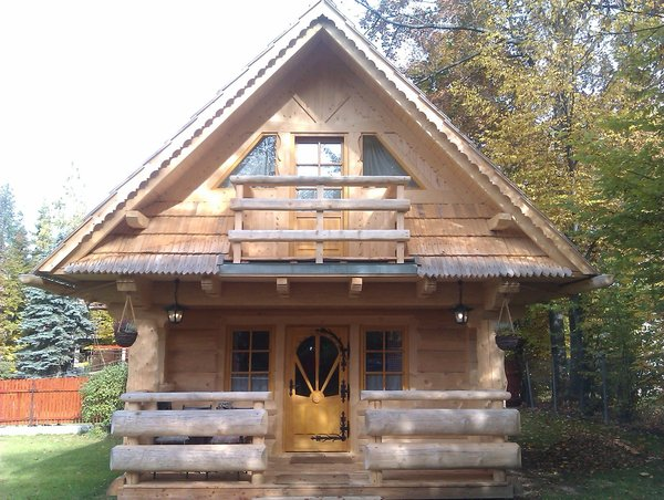 4 Modele De Case Mici Si Frumoase Din Lemn Rotund Cu Dormitoare La Mansarda Proiecte Si Imagini