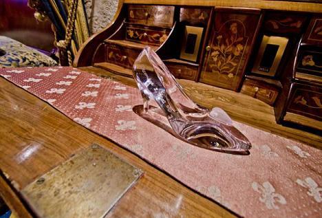 Cat costa cazarea in castelul cenusaresei trebuie sa for Cat costa constructia unei piscine