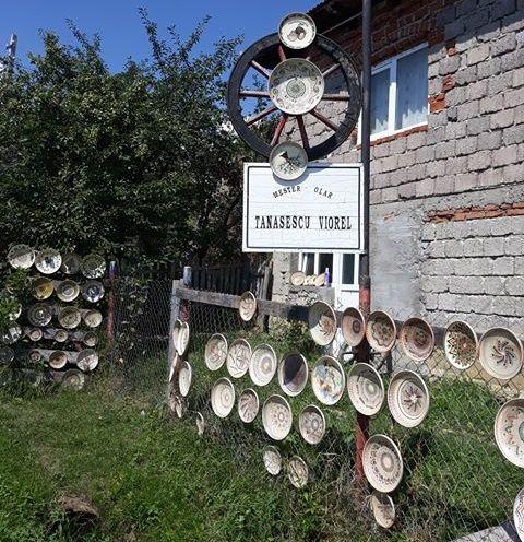 La atelierul mesterului olar Viorel Tanasescu din Horezu