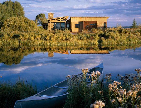 Case de vis pe malul apei. Care este preferata ta?