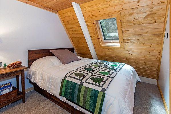 Dormitor casa lemn mica
