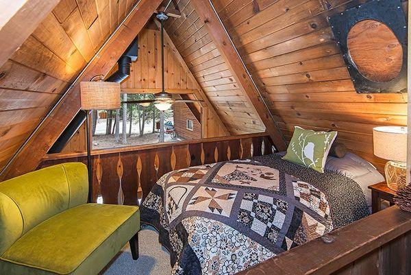 Spatiu dormit casa lemn mica
