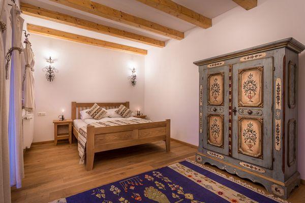 Idei pentru un stil rustic rafinat in mobilarea si decorarea dormitorului