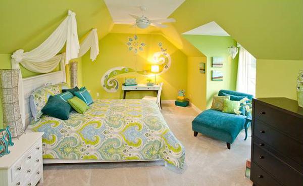 Dormitoare amenajate in nuante de galben si verde