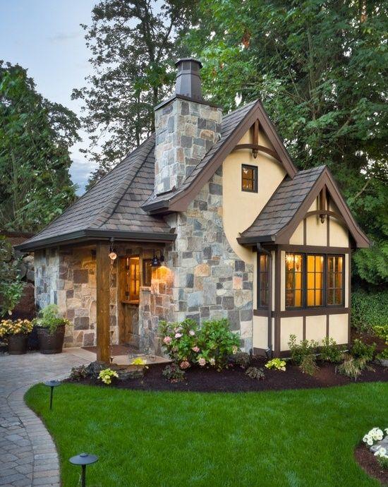 14 modele de case mici si frumoase construite cu materiale traditionale sau cu materiale ecologice