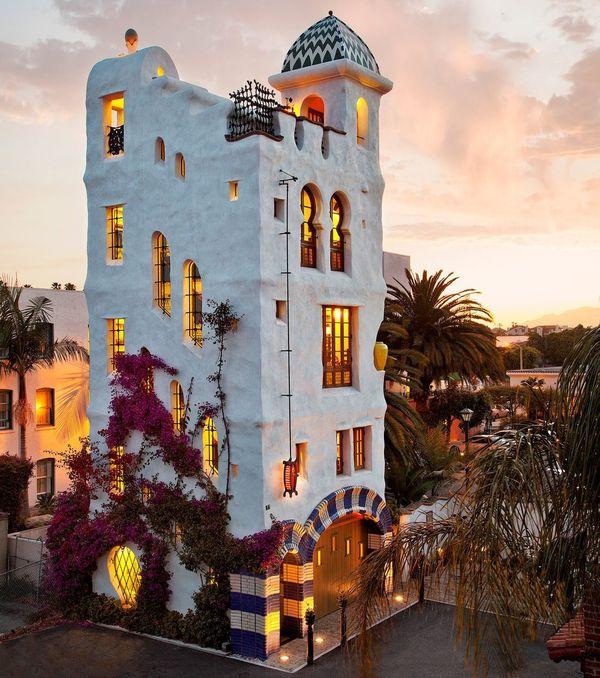 Casa turn spectaculoasa construita pe un teren mic de doar 36 de metri patrati - proiect si imagini