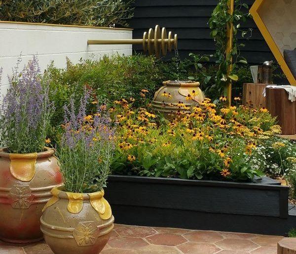 Gradina albinelor - o gradina inspirata de lumea harnicelor albine