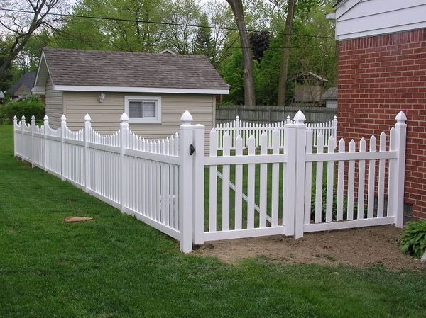 Cum alegem gardul si poarta pentru casa si gradina noastra for Modele de garduri pentru case
