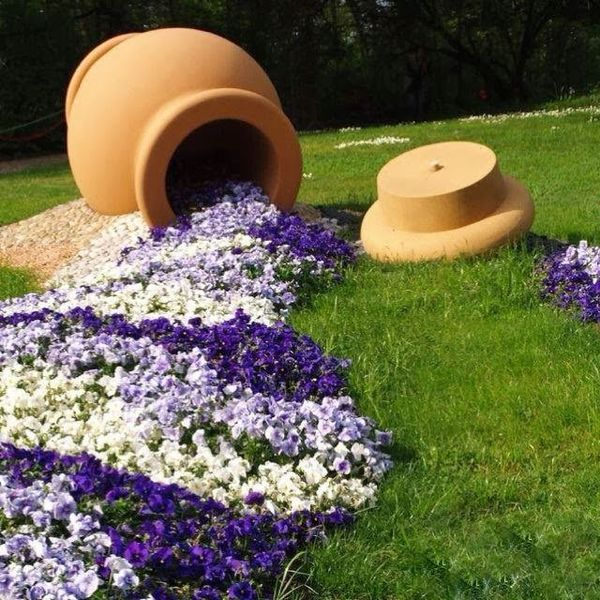 Ghiveci rasturnat cu flori curgatoare o idee for Jardines caseros bonitos