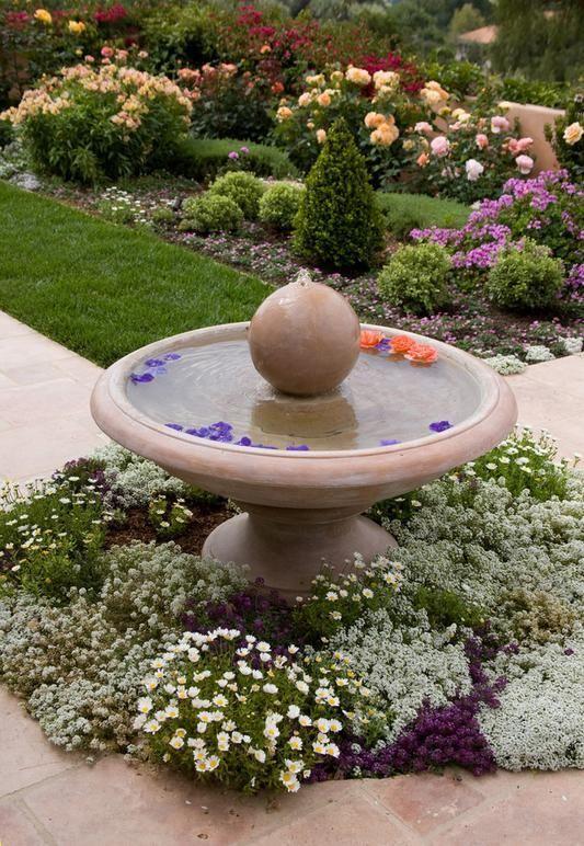 Spectacolul apei in amenajarile exterioare: piscine, cascade, iazuri, fantani sau cismele decorative