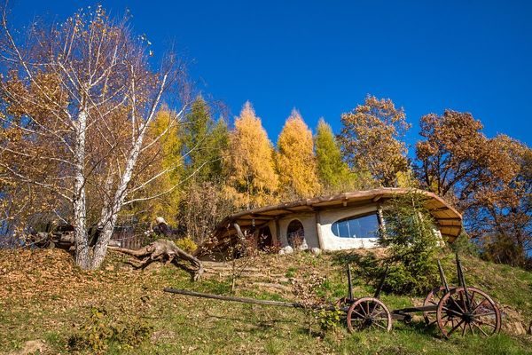 Casa ecologica ieftina, cu 2 dormitoare, construita in deplina comuniune cu natura