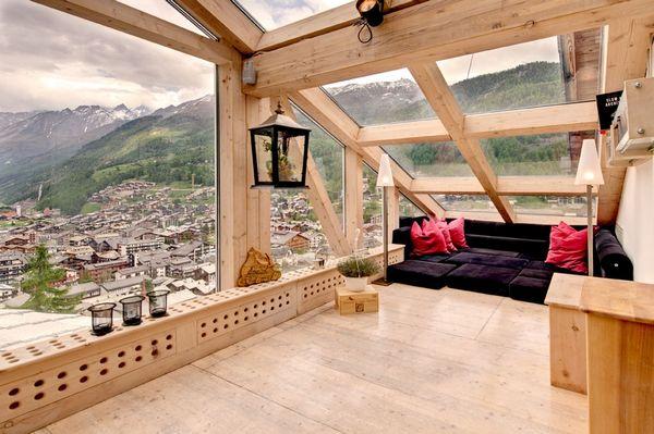 Lemn si sticla intr-un penthouse de vis - Galerie foto
