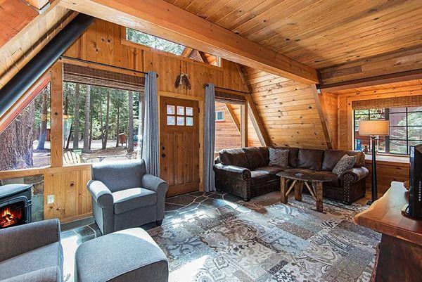 Living casa mica lemn