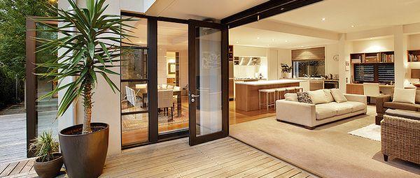 Casa moderna cu etaj 4 dormitoare birou si garaj atasat for Casa moderna living