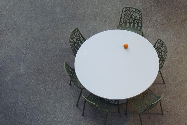 Mese si scaune pliante pentru diverse evenimente