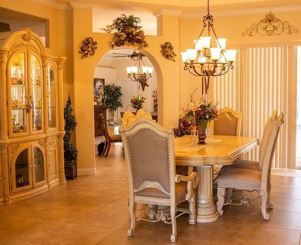 Mobila si decoratiuni pentru un design clasic in sufragerie