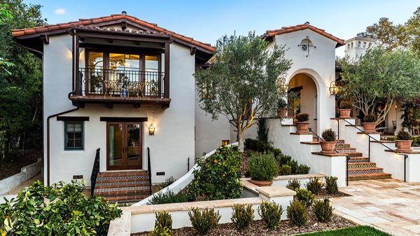 Renovare casa in stil mediteranean - imagini interior si exterior