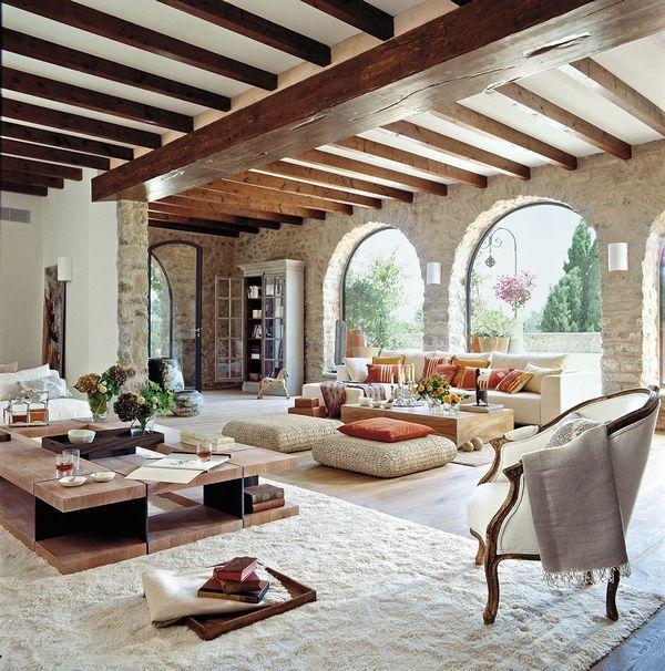 Renovare casa veche folosind materiale naturale pentru un stil modern