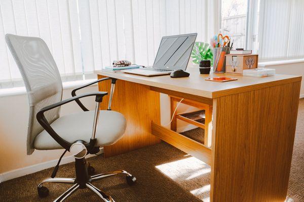 Este scaunul de gaming potrivit pentru biroul tau?