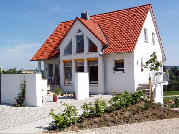 Cum asortez tamplaria cu acoperisul si tencuiala casei?