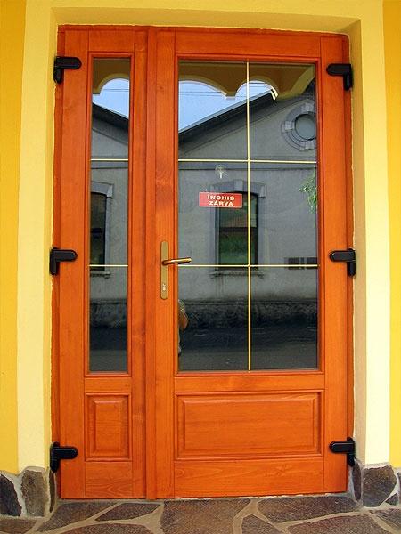 Usi de exterior din lemn stratificat ue 075 ferestre - Modele usi termopan exterior duble ...