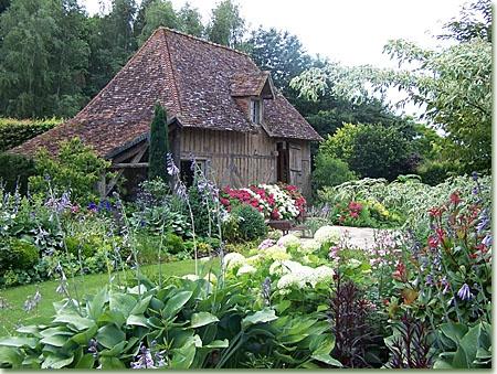 Amenajari spatii verzi servicii intretinere si for Jardin jardinier normandie